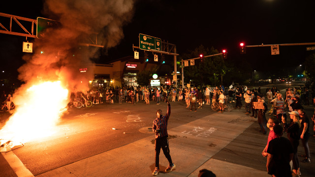 Rioters Destroy Police Cars And Vandalize Police Stations In Minneapolis As Looters Rut Local Businesses In Wake Of Police Shooting